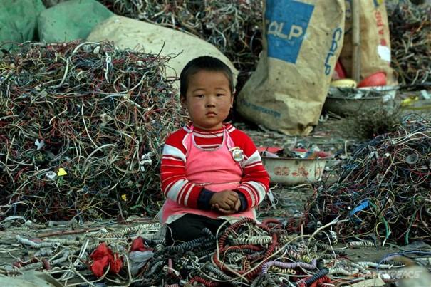guiyu-child-wires.jpg